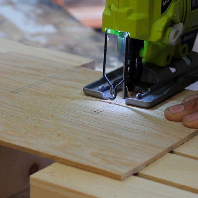 jigsaw cutting wine crate dividers