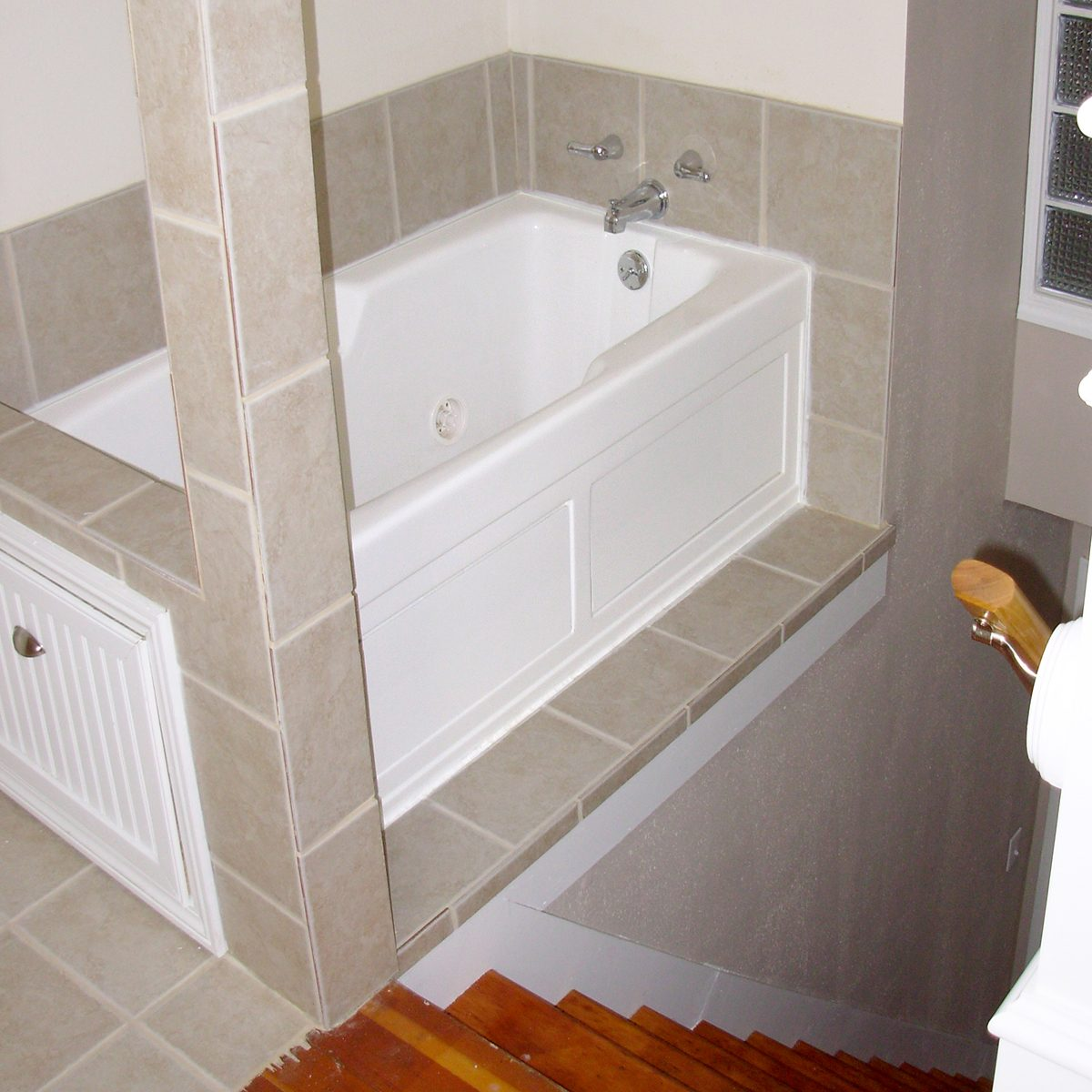 Poorly designed bathtub above stairs | Construction Pro Tips