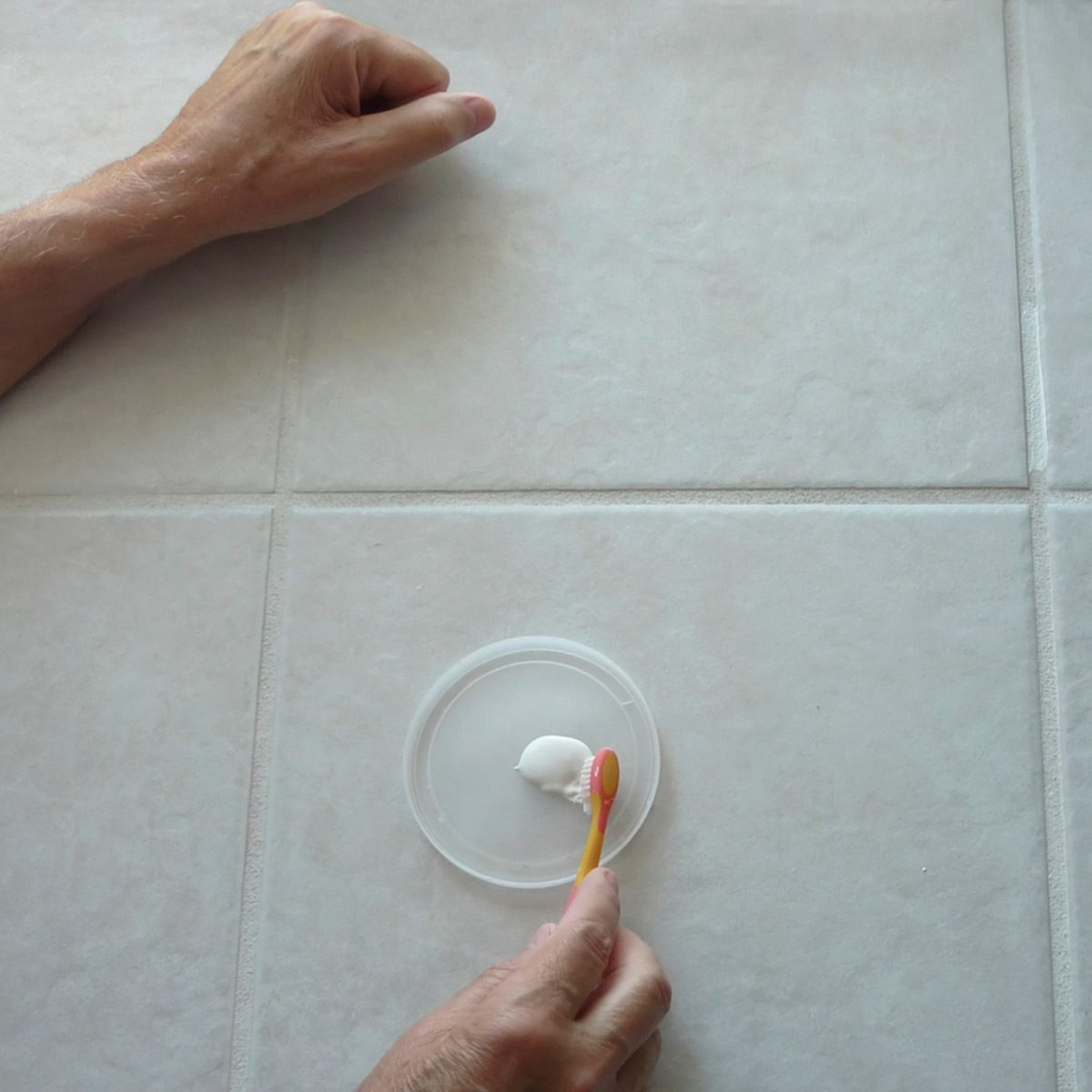 How to prevent bathroom mold the family handyman - How to get rid of surface mold in bathroom ...