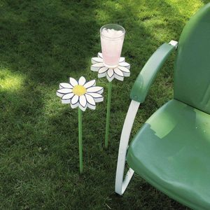 How to Build a Backyard Beverage Stand That Doubles as a Lawn Ornament