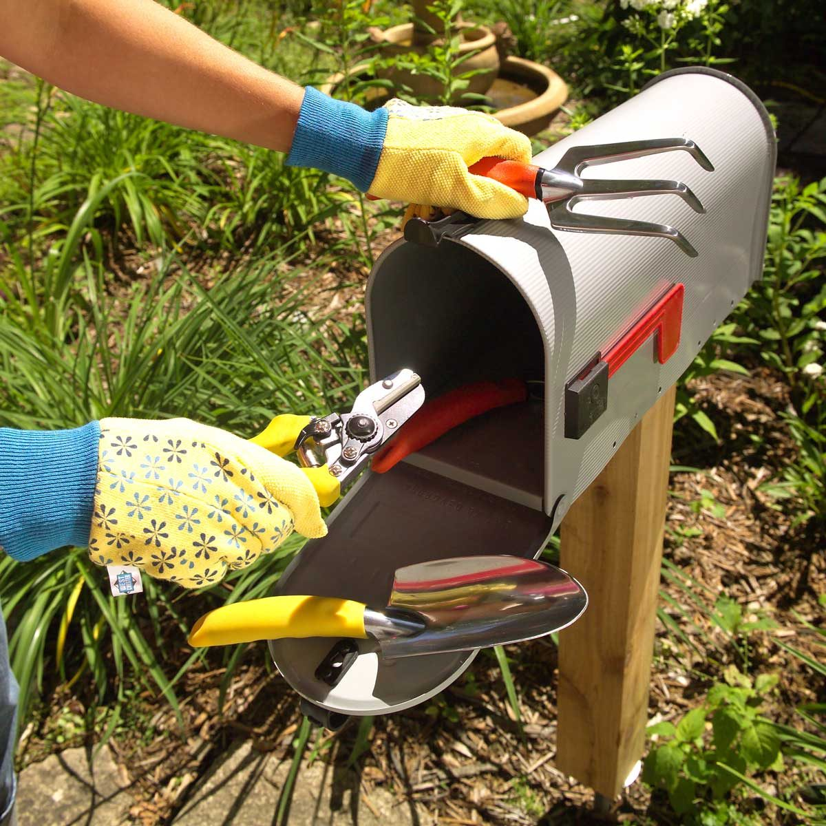 12 Ingenious Gardening and Yard Tool Storage Tips