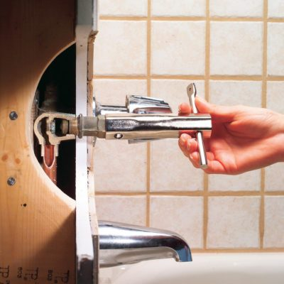 How to Fix a Leaking Bathtub Faucet