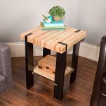 Saturday Morning Workshop: How To Build A Pallet Side Table