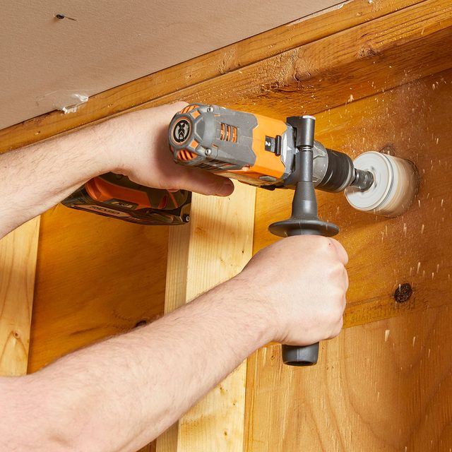 Using an auxiliary handle to get a better grip | Construction Pro Tips