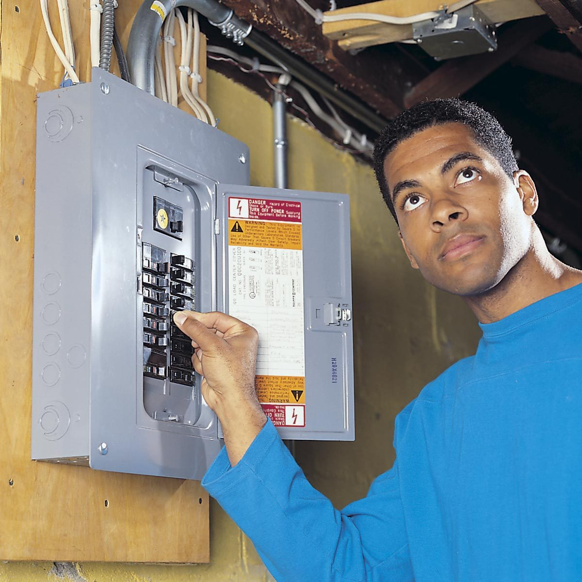 Wiring A Switch And Outlet The Safe Easy Way Family Handyman Home Basics Neutral Circuit Finding Radio