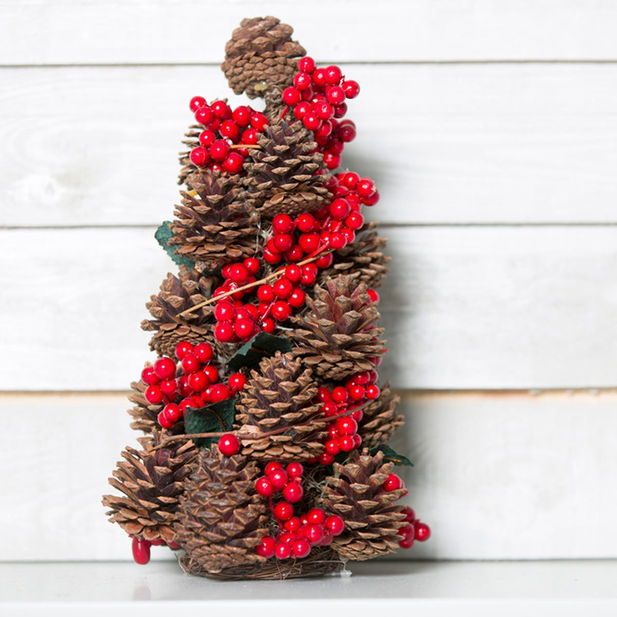 10 Pine Cone Crafts To Do This Fall