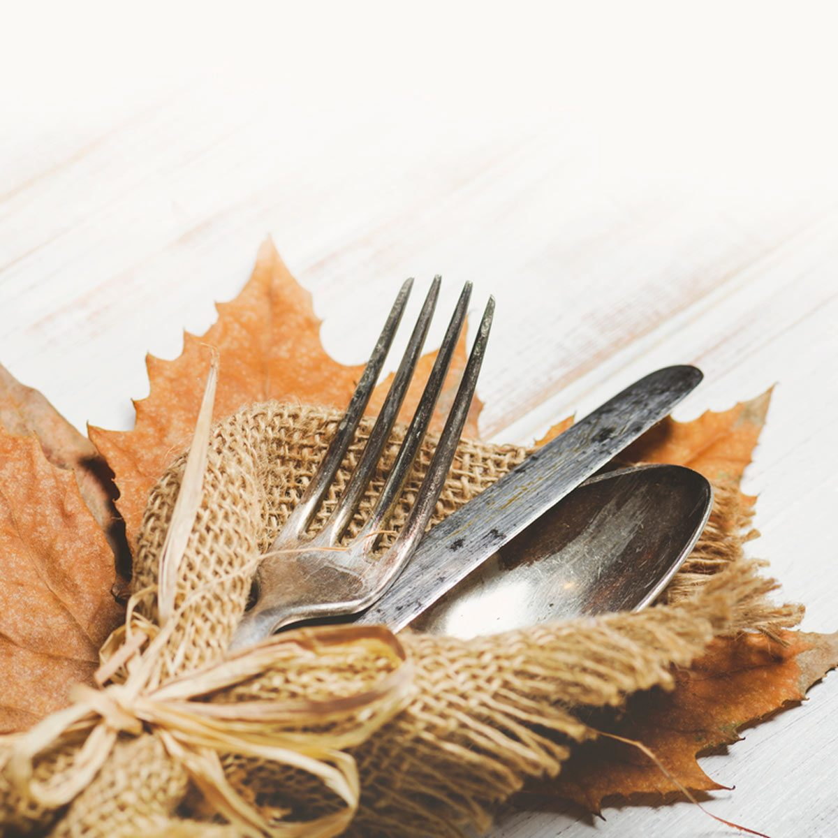 10 Brilliant Ways to Decorate with Burlap This Fall