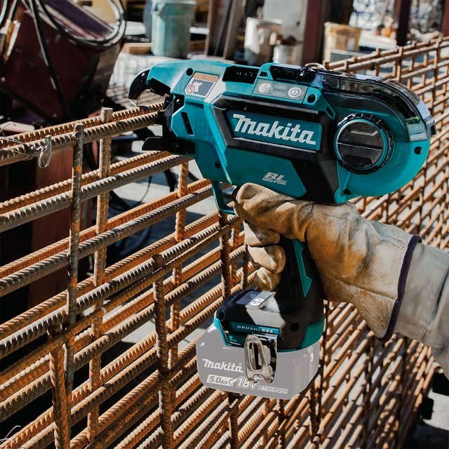 Makit tool tyiing rebar together | Construction Pro TIps