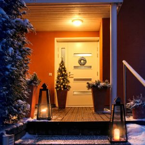 13 Ways to Keep Up Your Curb Appeal in Winter