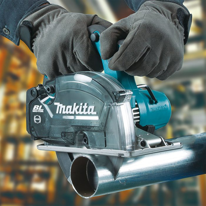 Cutting through metal with Makita's newest metal saw | Construction Pro Tips