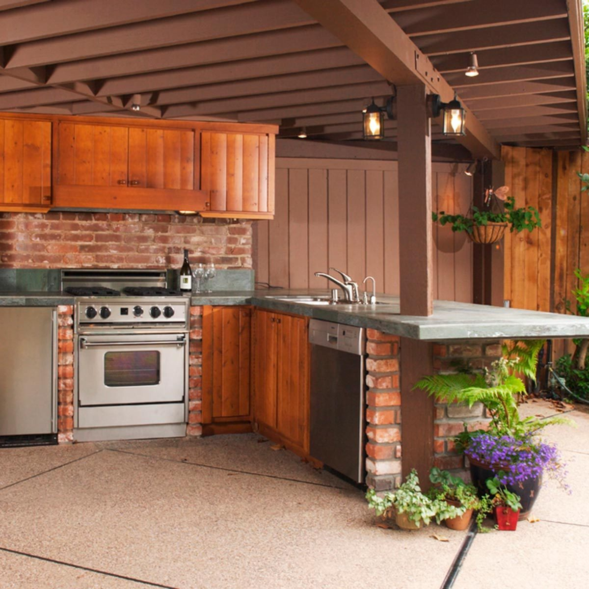 Backyard Landscaping Ideas for a Grill Master