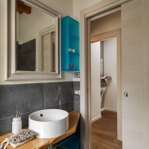10 Genius Small Master Bathroom Ideas that WOW!