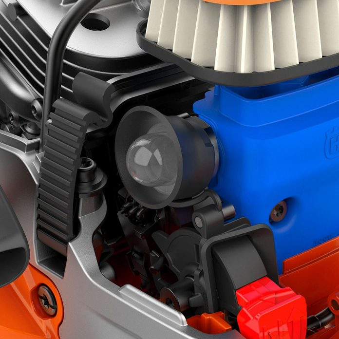 Mechanisms inside of the new Husqvarna chainsaw | Construction Pro Tips