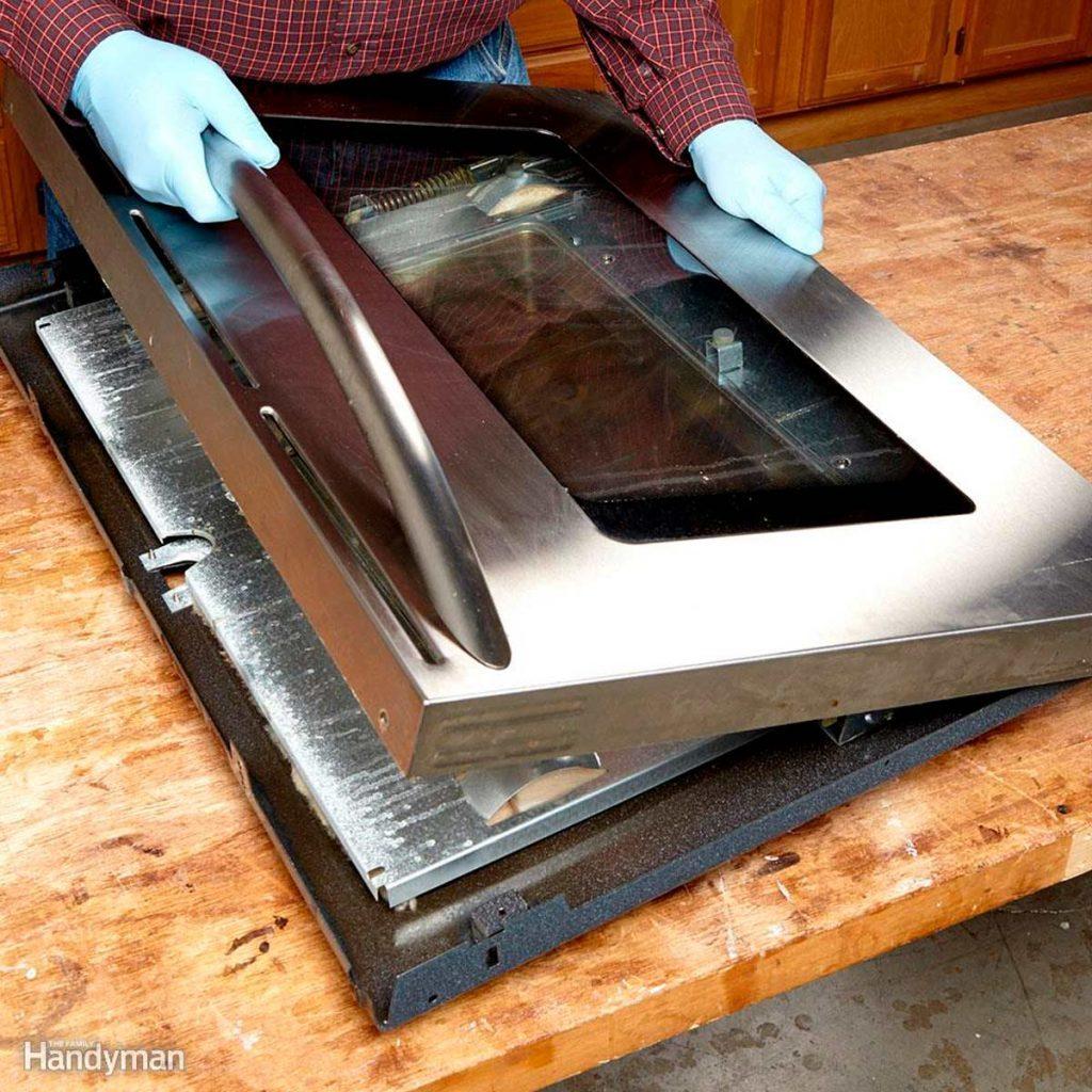 cleaning oven door