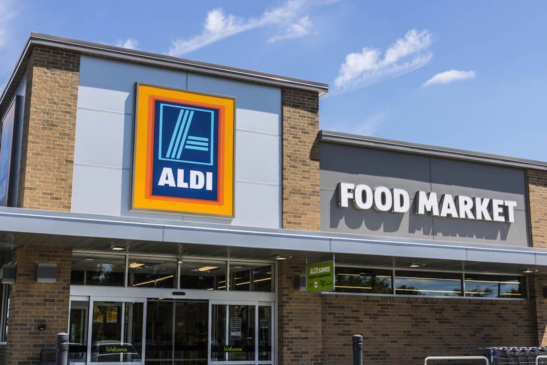 aldi grocery outside