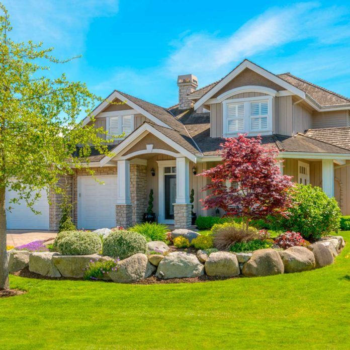 15 Landscaping Tips for All House Styles