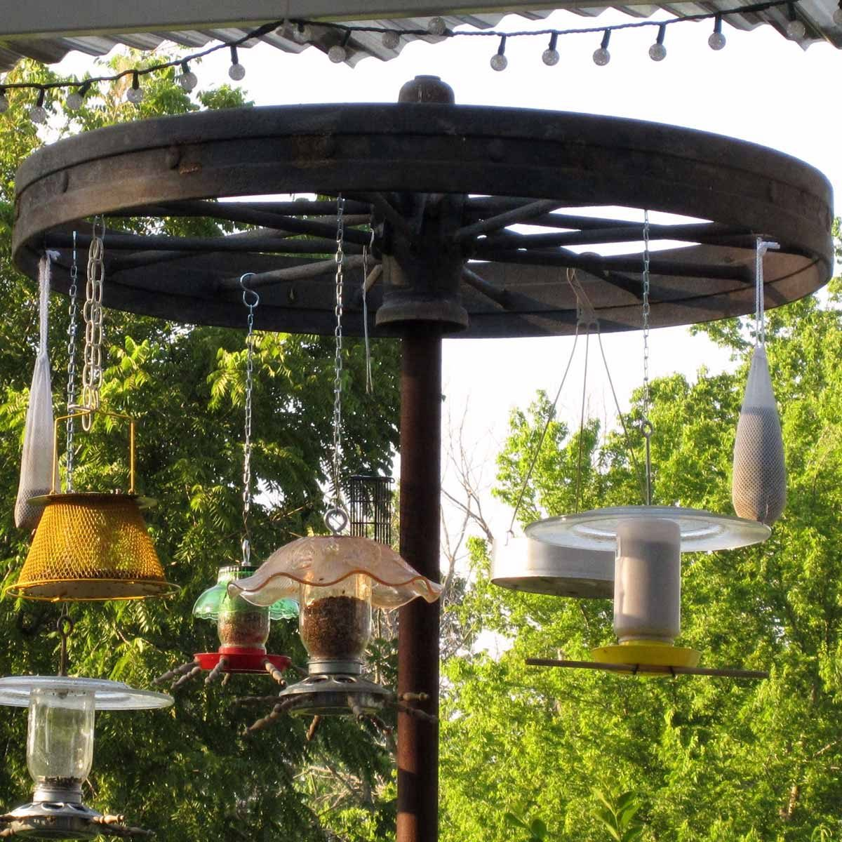 Wagon-Wheel-Bird-Feeder