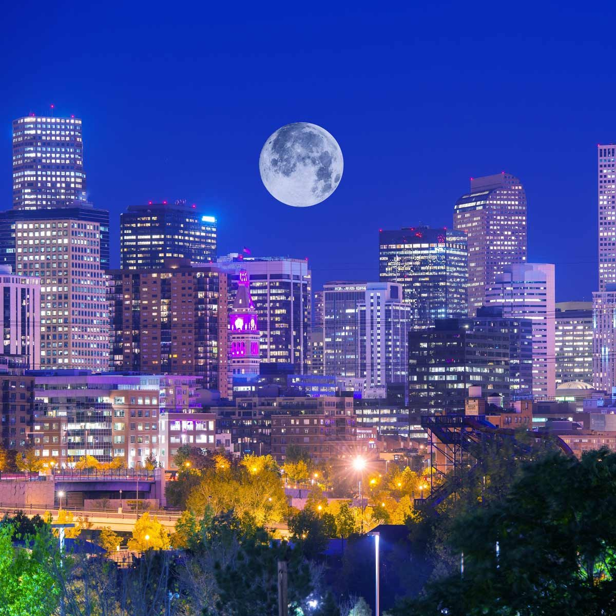 Denver-Colorado-at-night