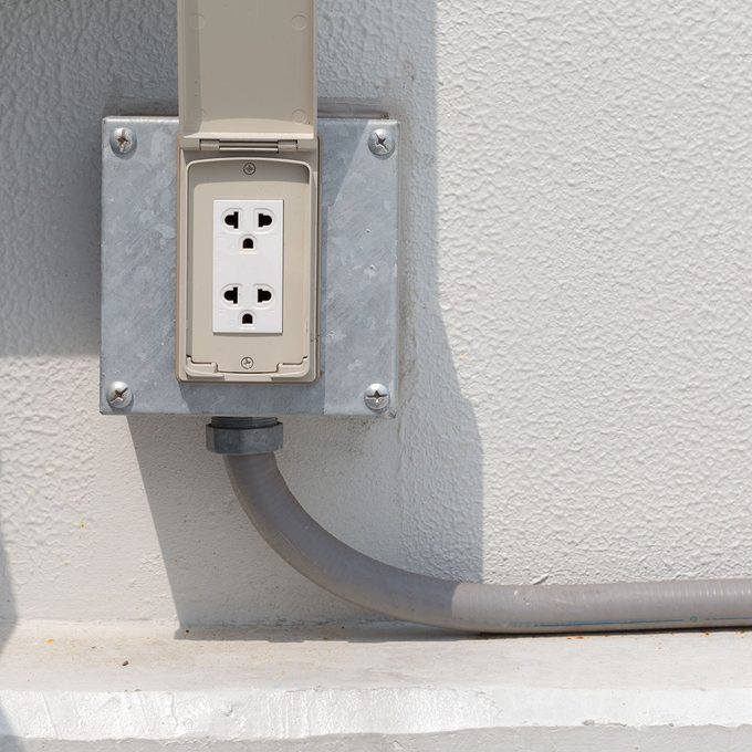 an image of an outdoor electrical receptacle