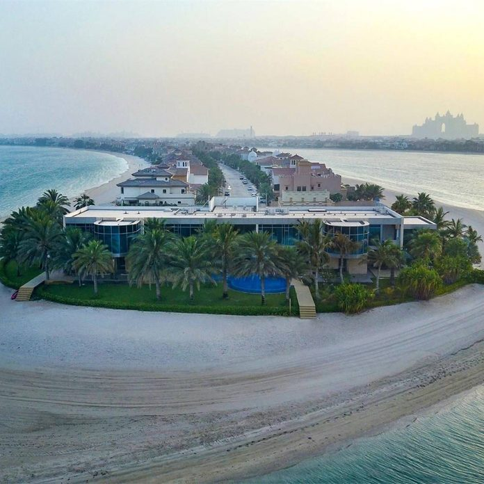 mansion with lots of beachfront in Dubai, United Arab Emirates