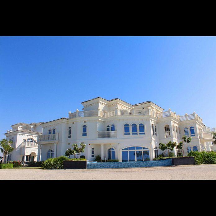 Giant mansion in Dubai