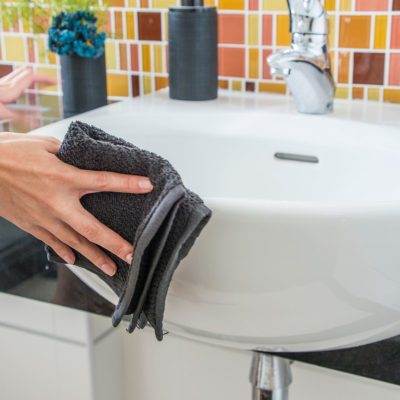 how to clean with bleach in bathroom