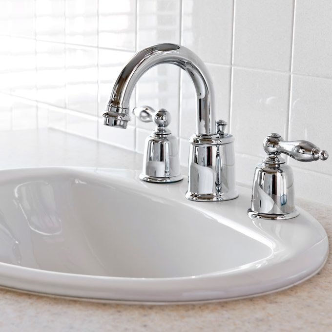 how to clean rust from chrome bathroom fittings