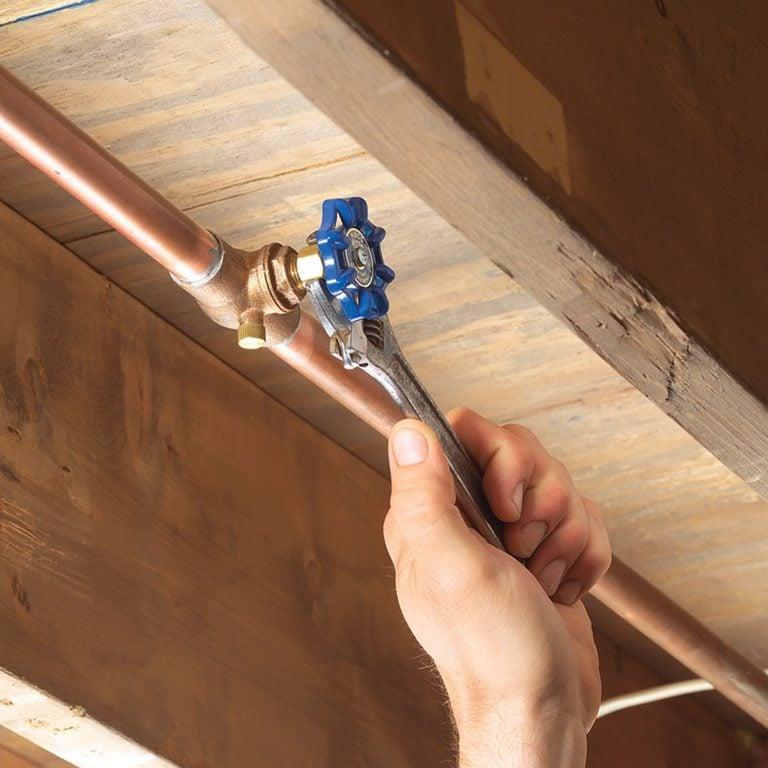 fix leaky shutoff valve tighten packing nut featured