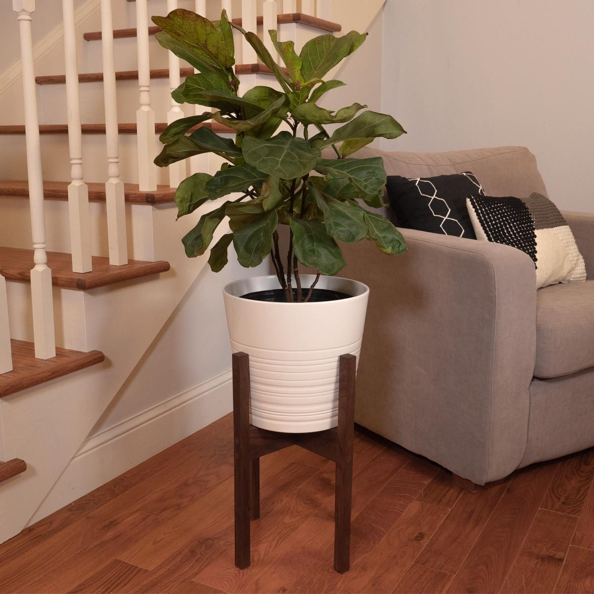 how to make a DIY mid century plant stand. DIY plant stands, DIY mid century plant stands