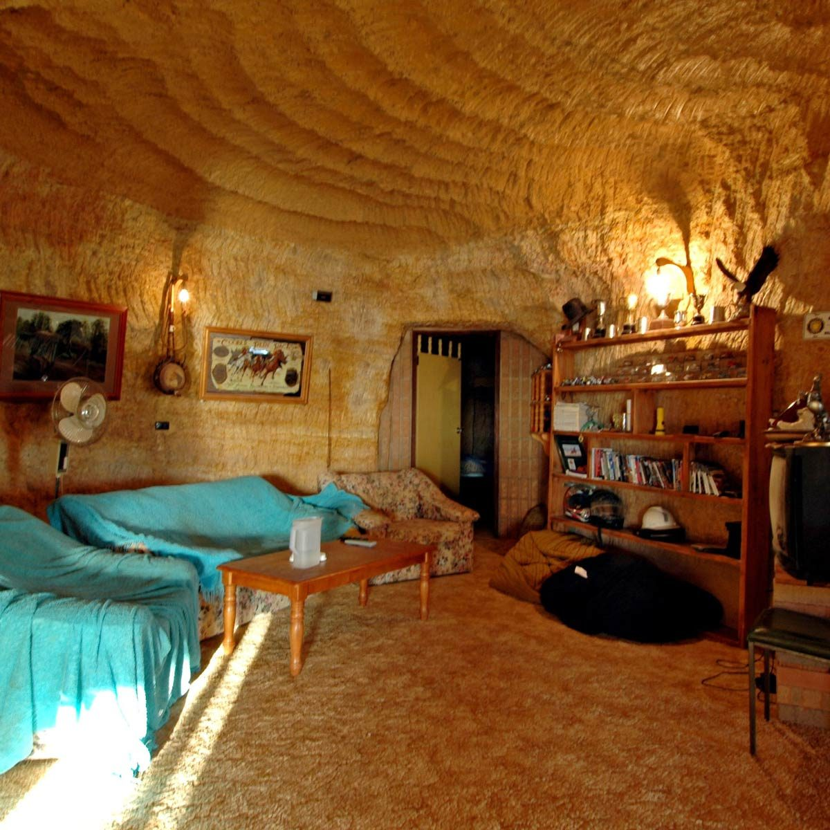 Underground-home-in-mining-town-of-Coober-Pedy-Australia