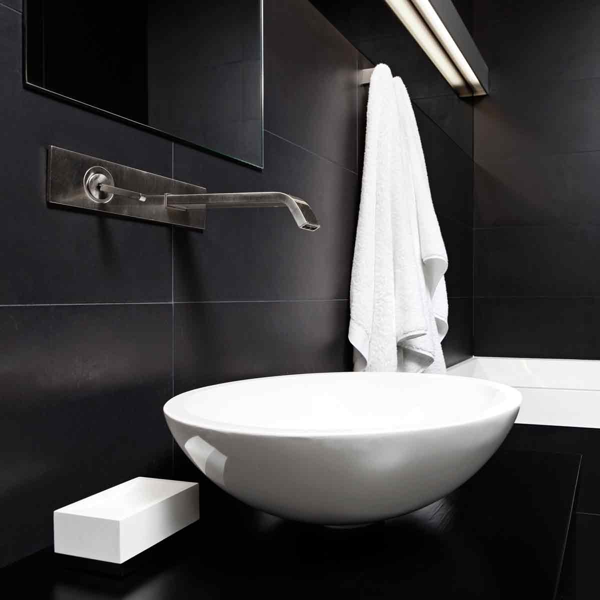 Modern-minimalism-style-bathroom-interior-in-black-and-white-tones
