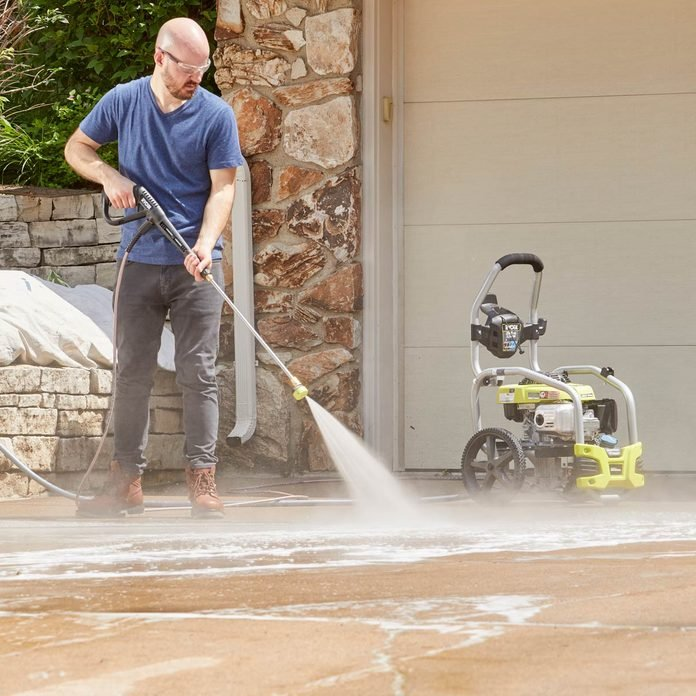 How to pressure wash a concrete driveway