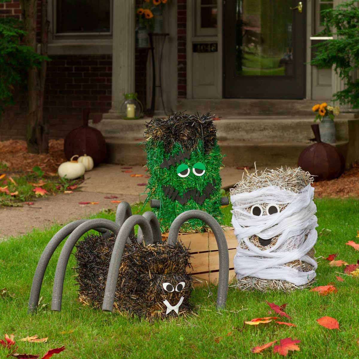Straw-bale-halloween-decorations