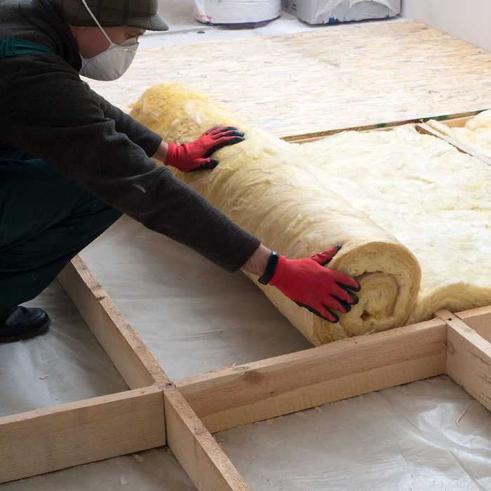 laying insulation residential construction