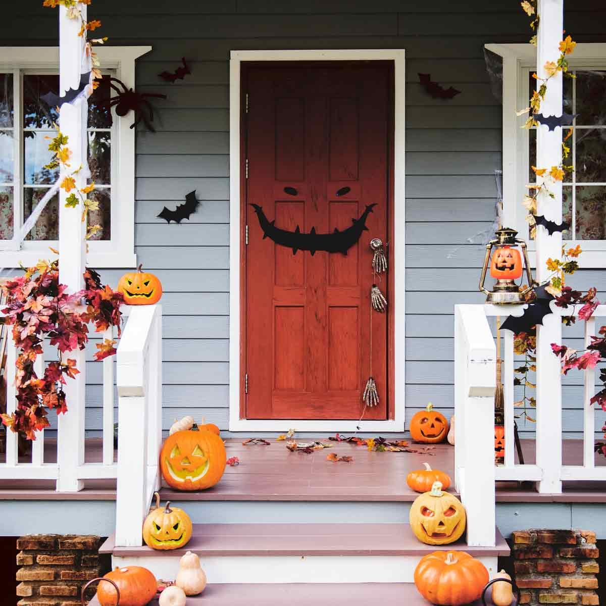 Front-porch-decorated-for-Halloween