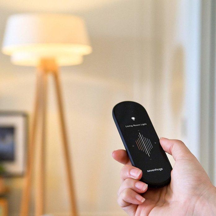Sevenhugs-smart-remote-sets-living-room-lights