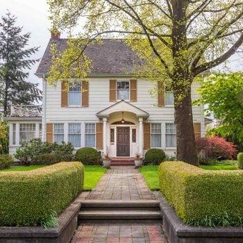 10 Ways Your Yard Is Giving Burglars Clues
