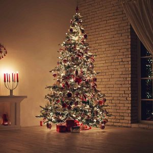 13 Holiday Light Dangers You Need to Know