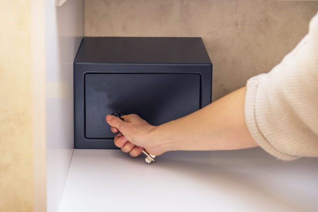Woman try to blow open a safe metal safe in hotel room