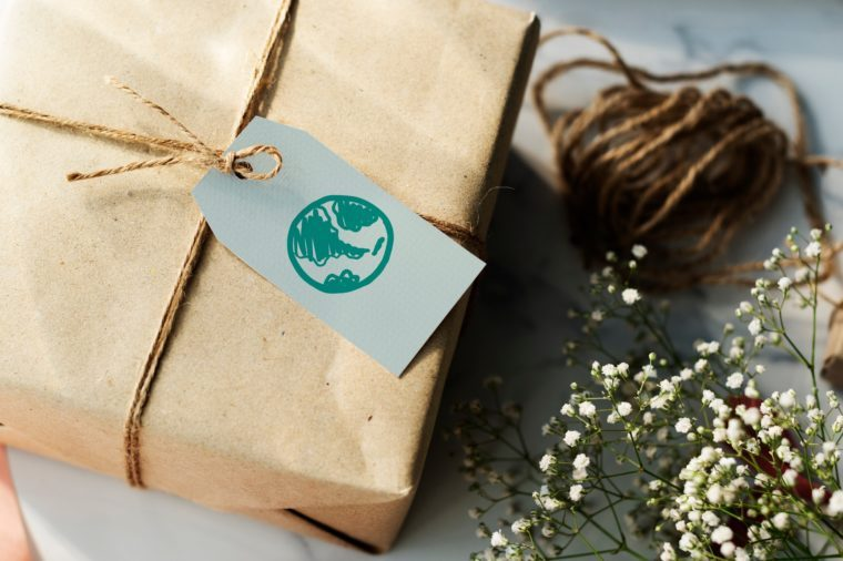 Present box with a green globe tag
