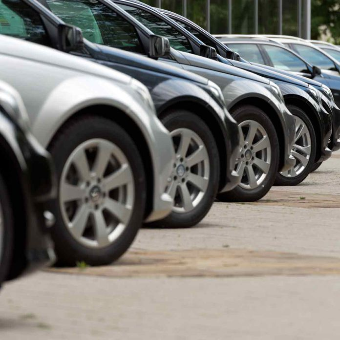 Cars-for-sale-in-a-line