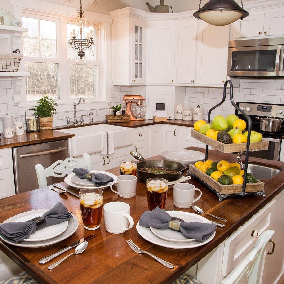 Everything Kitchens farmhouse style decor