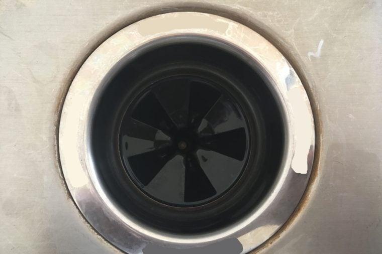 Waste disposal plug hole in a kitchen sink