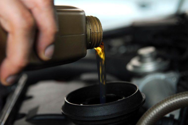 06_oil_Routine_car_maintenace_