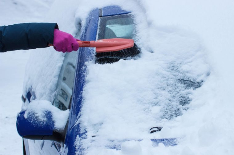this-is-safest-way-remove-snow-car