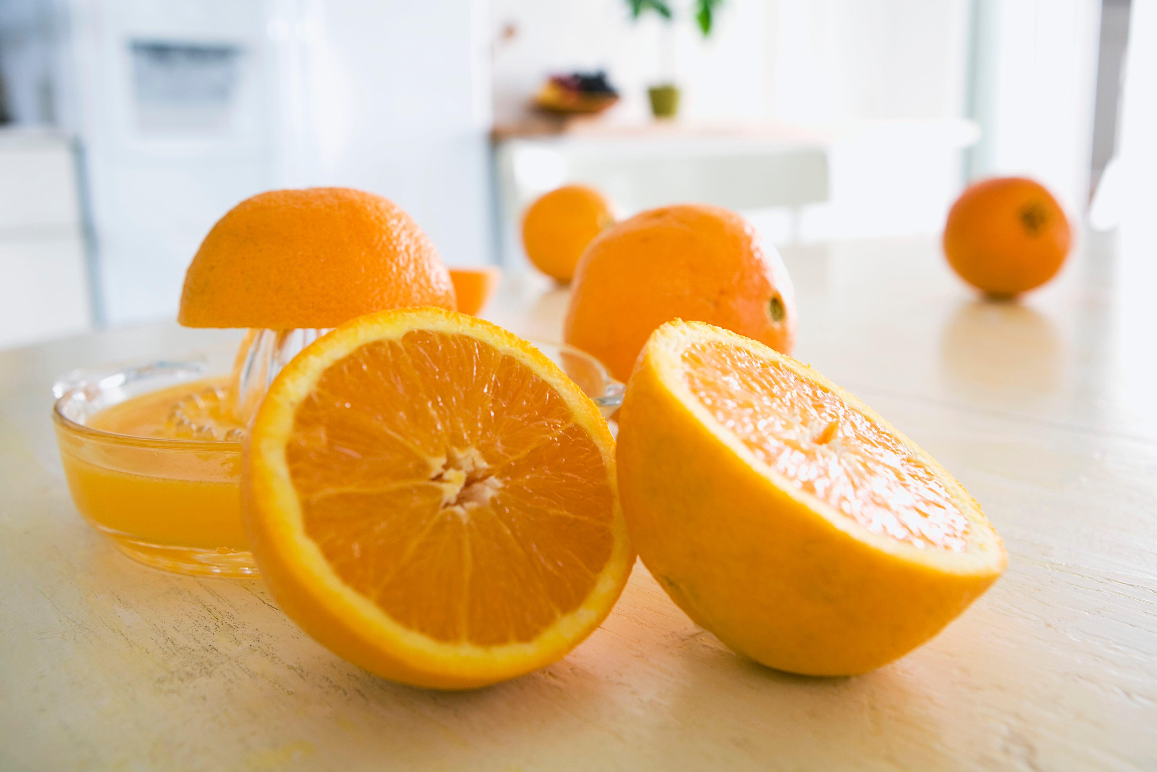 Juicing oranges