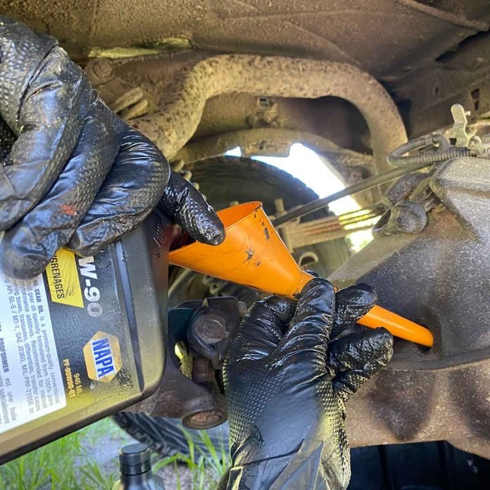 Fill the Differential With Correct Gear Oil
