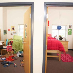 11 Tips for Organizing a Dorm Room