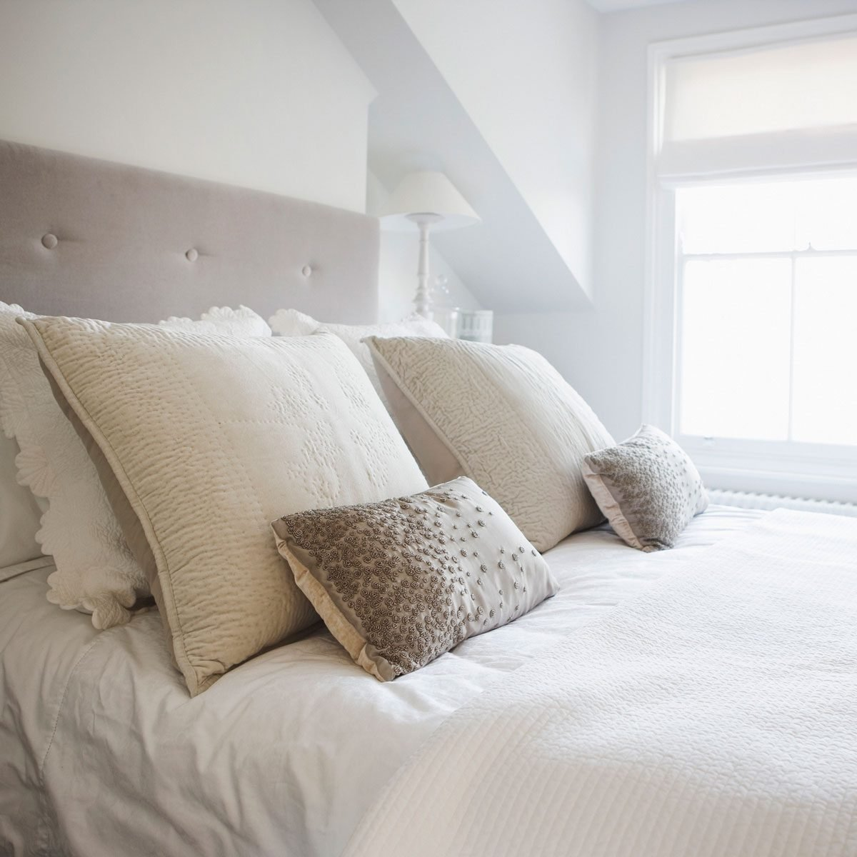 Best Pillow Arrangements For Any Bed The Family Handyman