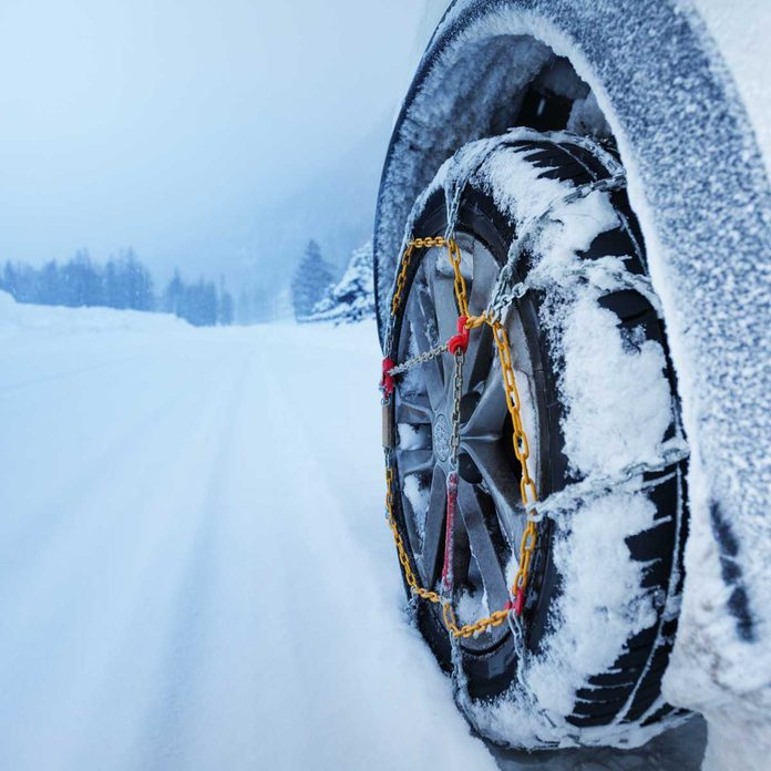 Tire with chains in the snow